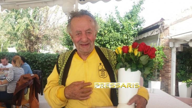 O θρυλικός λουλουδάς με τον «θεό του πολέμου»! (photos)