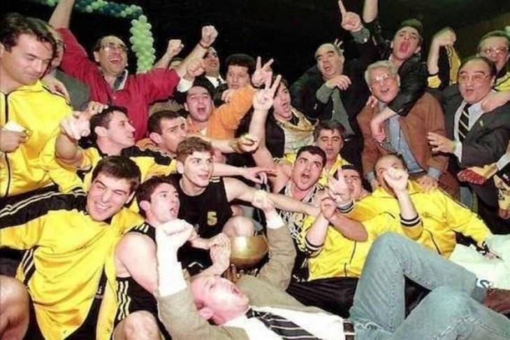 Το αλησμόνητο έπος της Προύσας θα πρέπει τον οδηγεί! Ο Τουρκοφάγος Άρης κατακτά το Κύπελλο Κόρατς σαν σήμερα 20 χρόνια πριν! (video)