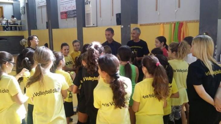 Υπό το βλέμμα του πολυνίκη προπονητή της Α1 γυναικών η προπόνηση των «κιτρινόμαυρων» ακαδημιών