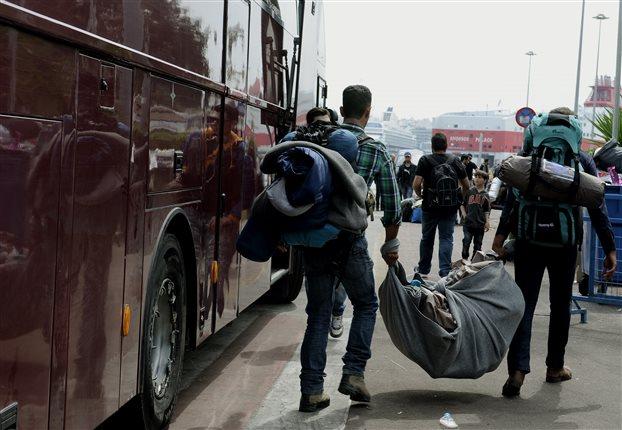 Αρχισε η εκκένωση της Ειδομένης – έφυγαν 13 πούλμαν με 609 πρόσφυγες