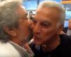 Δείτε το ιστορικό φιλί της συμφιλίωσης του Γκάλη με τον Μητρούδη μπροστά στην κάμερα (video)
