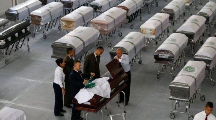 Πάνω από 100.000 άτομα περιμένουν να πουν το τελευταίο «αντίο» στη Σαπεκοένσε