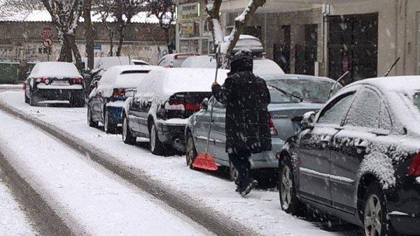 Εντυπωσιακά πλάνα της χιονισμένης Θεσσαλονίκης από drone! (video)