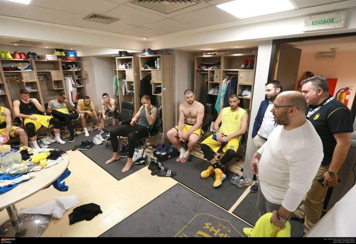 Στο ξενοδοχείο της ομάδας ο Λάσκαρης, συζήτησε με τους παίκτες για το πλάνο πληρωμών