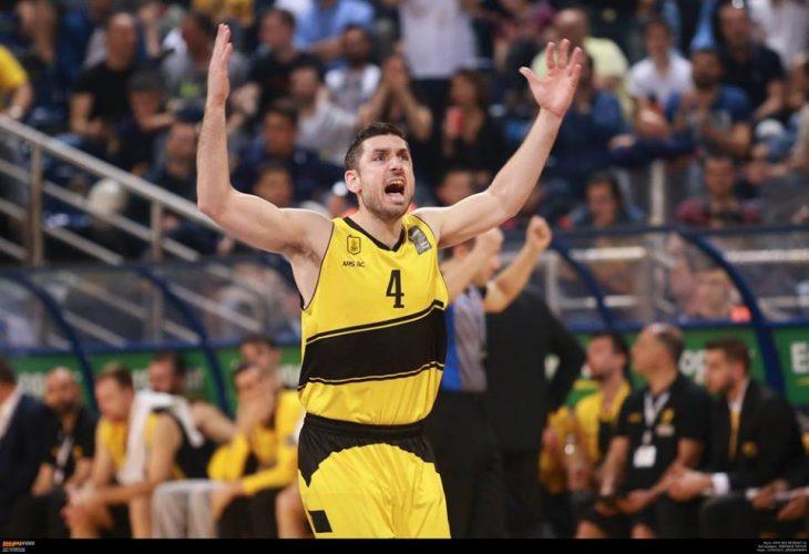 Ο Ξανθόπουλος έγινε 33 και το… γιόρτασε στο γήπεδο! (photo)