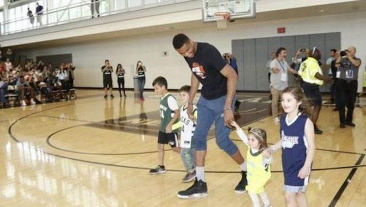 Συγκλονιστικός Γιάννης στη Νέα Υόρκη: «Θέλω μετάλλιο με την Εθνική, παρά πρωτάθλημα στο NBA» (video)