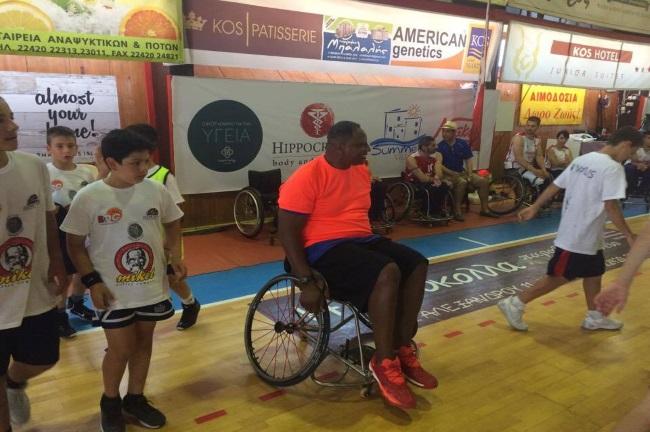 O Όντι Νόρις παίζει μπάσκετ σε αμαξίδιο (video)