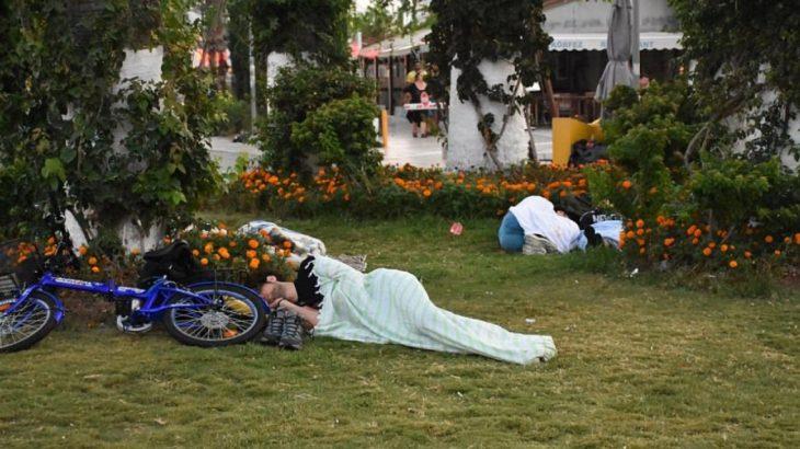 Νύχτα αγωνίας στην Κω – Στους δρόμους κοιμήθηκαν κάτοικοι και τουρίστες (pics)