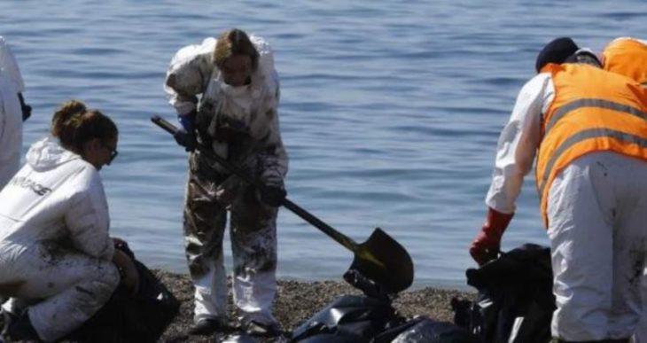 Οργάνωση «Αρχιπέλαγος»: Καθαρίζουν την παραλία και αφήνουν το πετρέλαιο στο βυθό